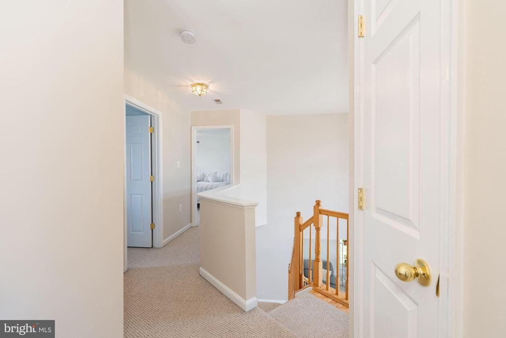 Upper level landing - 1709 FAIRLEIGH CT NE, LEESBURG
