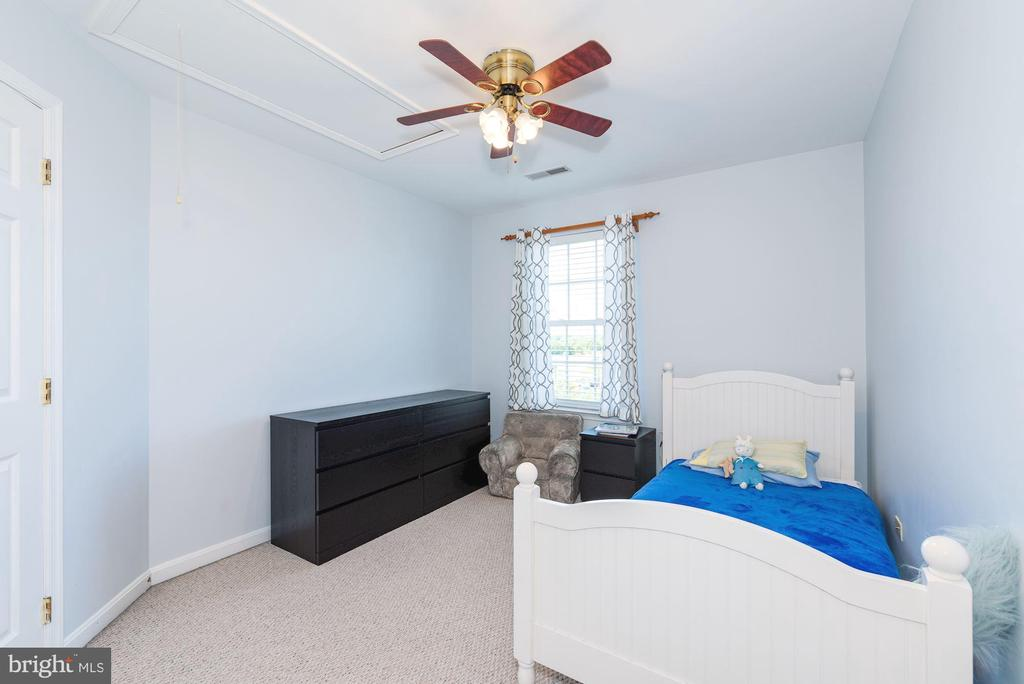 Bedroom #2 with attic access - 1709 FAIRLEIGH CT NE, LEESBURG