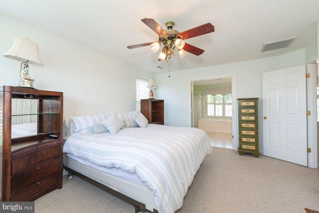 En suite master bedroom - 1709 FAIRLEIGH CT NE, LEESBURG