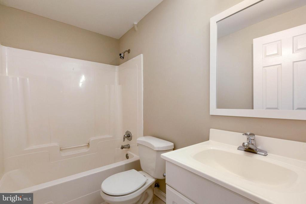 Lower Level Full Bath - 46888 DUCKSPRINGS WAY, STERLING