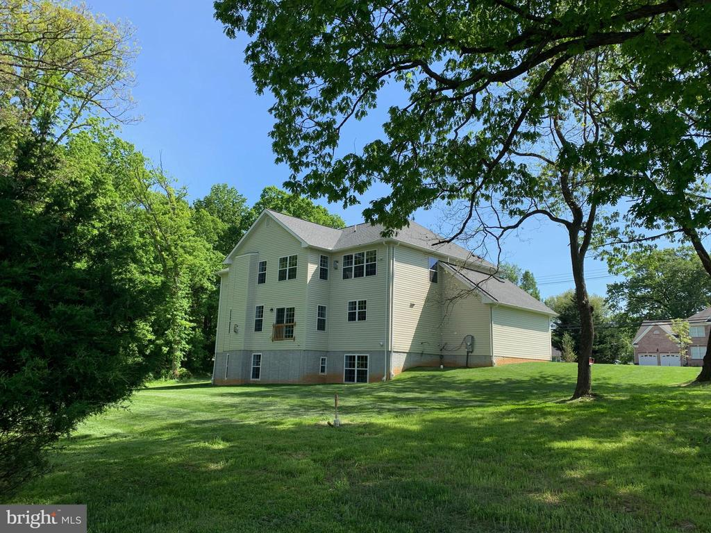 - 15700 QUINCE ORCHARD RD, GAITHERSBURG