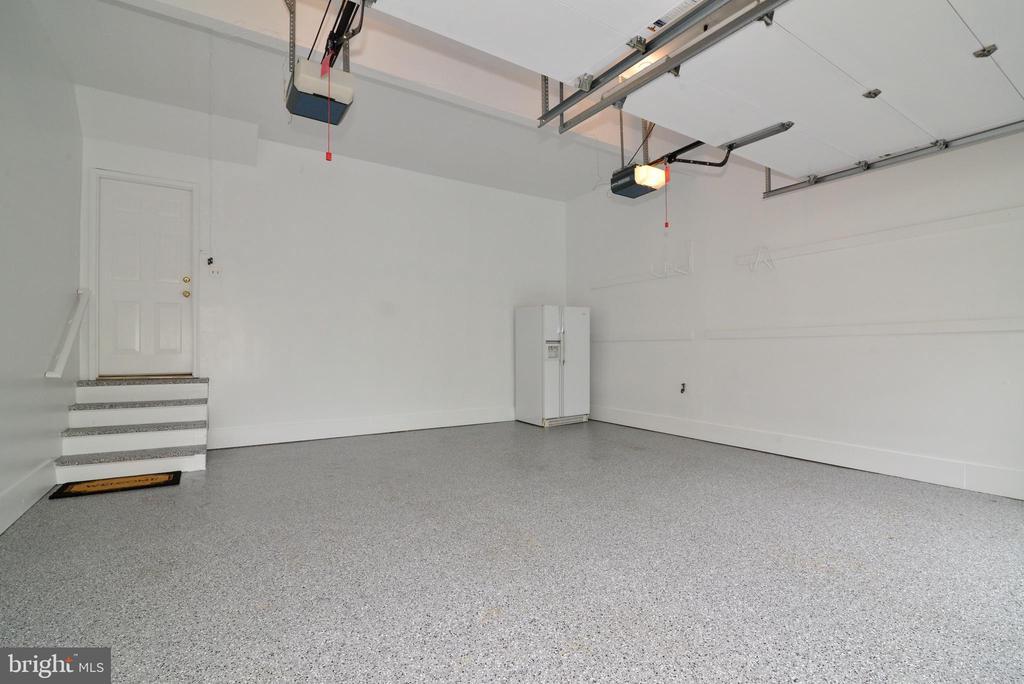 High Performance Polyurea Garage Floor. - 2403 SAGARMAL CT, DUNN LORING