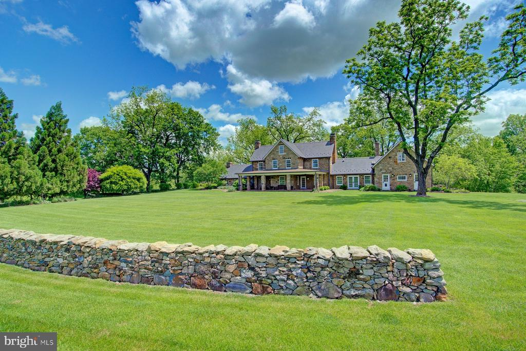 Extensive backyard - 22941 FOXCROFT RD, MIDDLEBURG