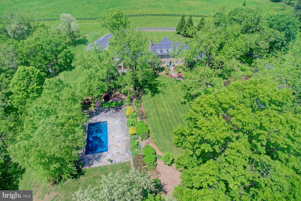 Drone view of the main property - 22941 FOXCROFT RD, MIDDLEBURG