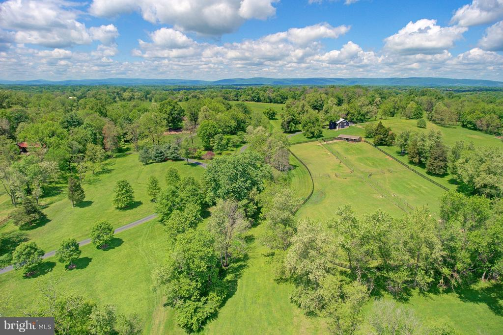 Views of the Blue Ridge in the background - 22941 FOXCROFT RD, MIDDLEBURG