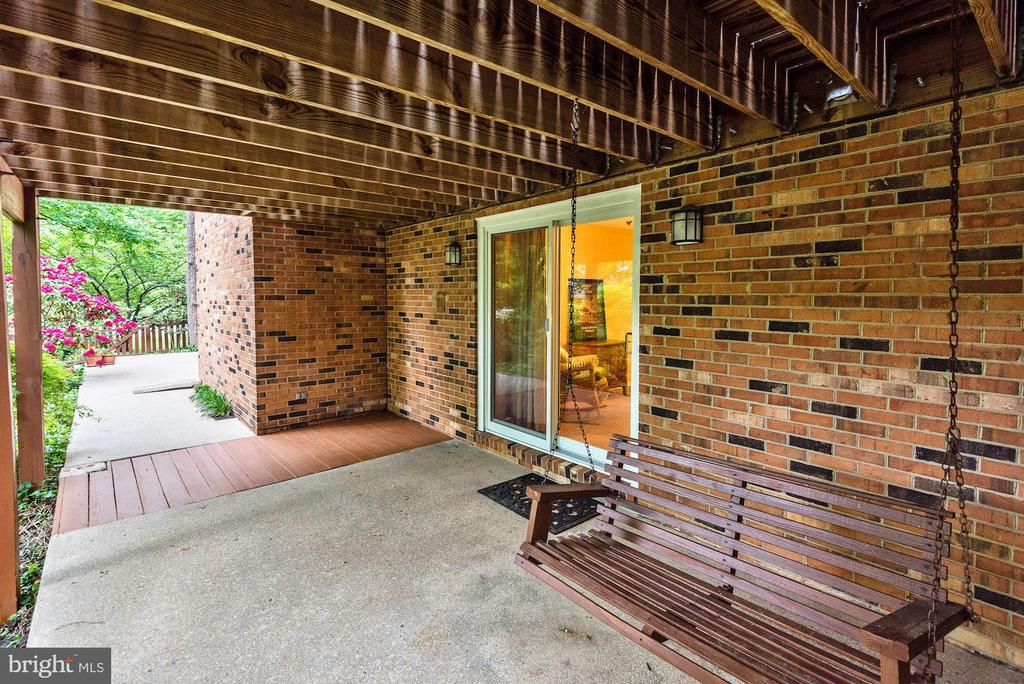 In-law/Nanny/Guest suite includes private patio. - 3905 PICARDY CT, ALEXANDRIA