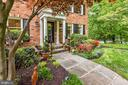 Perennial and annual blooms throughout the year. - 3905 PICARDY CT, ALEXANDRIA