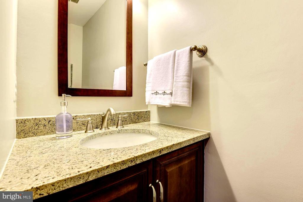 Half bath in main level. - 3905 PICARDY CT, ALEXANDRIA