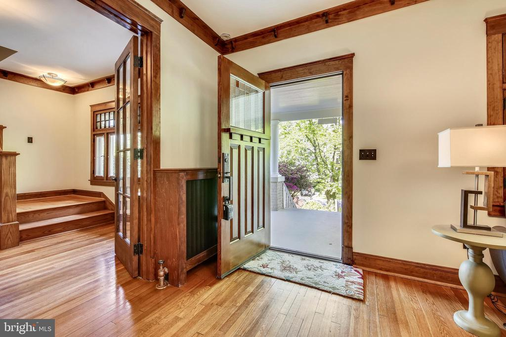 Original wood trim throughout - 9220 COLUMBIA BLVD, SILVER SPRING