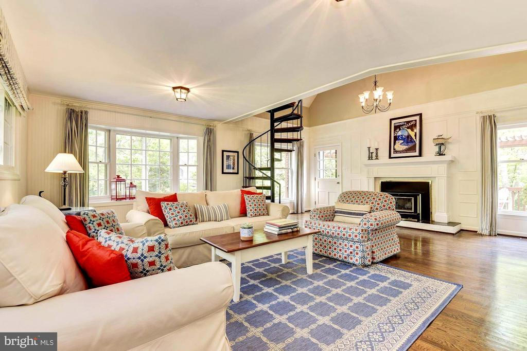 Main level family room with space for dining. - 3905 PICARDY CT, ALEXANDRIA