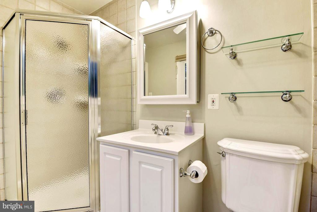 Master bathroom with shower. - 3905 PICARDY CT, ALEXANDRIA