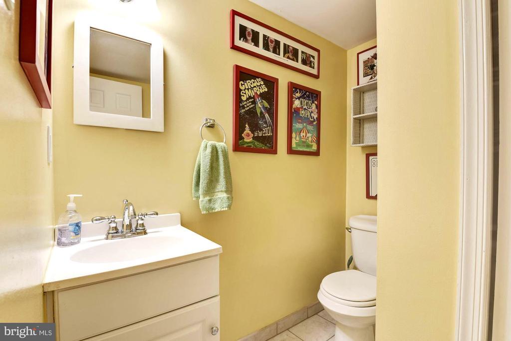 Half bath adjacent to lower level family room - 3905 PICARDY CT, ALEXANDRIA