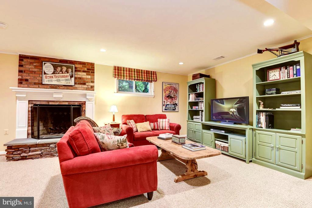 Great room in lower level for media entertainment - 3905 PICARDY CT, ALEXANDRIA
