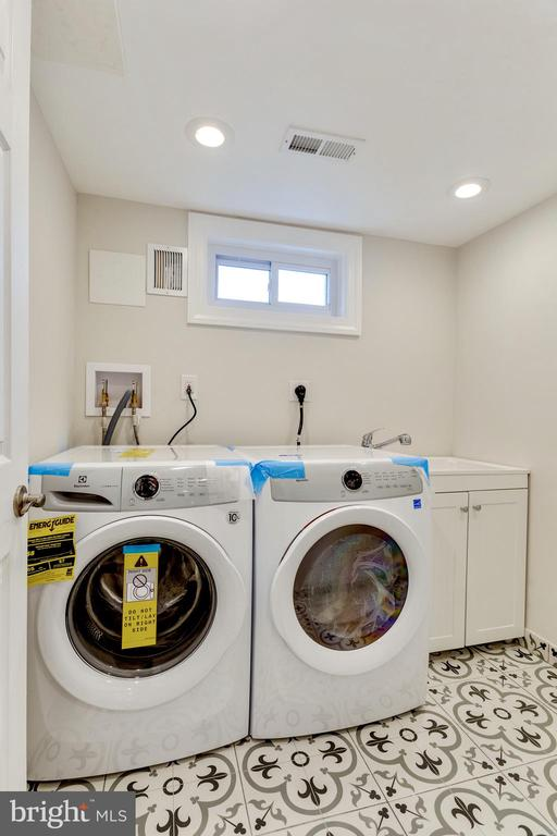 Bright and spacious Laundry room with fun tile - 5469 DAWES AVE, ALEXANDRIA
