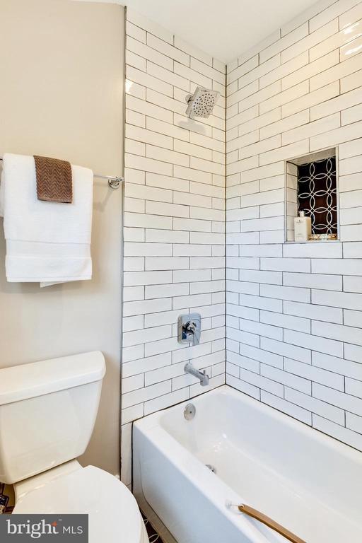 Stunning custom tile work - 5469 DAWES AVE, ALEXANDRIA