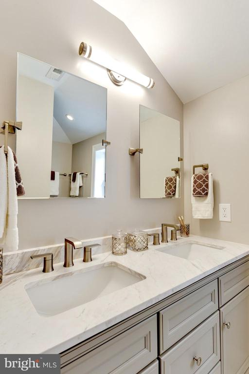 Plenty of space for two! - 5469 DAWES AVE, ALEXANDRIA