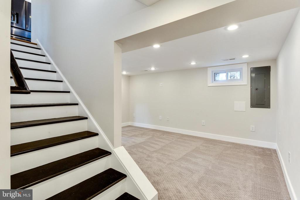 Open Stairway to Lower Level - 5469 DAWES AVE, ALEXANDRIA