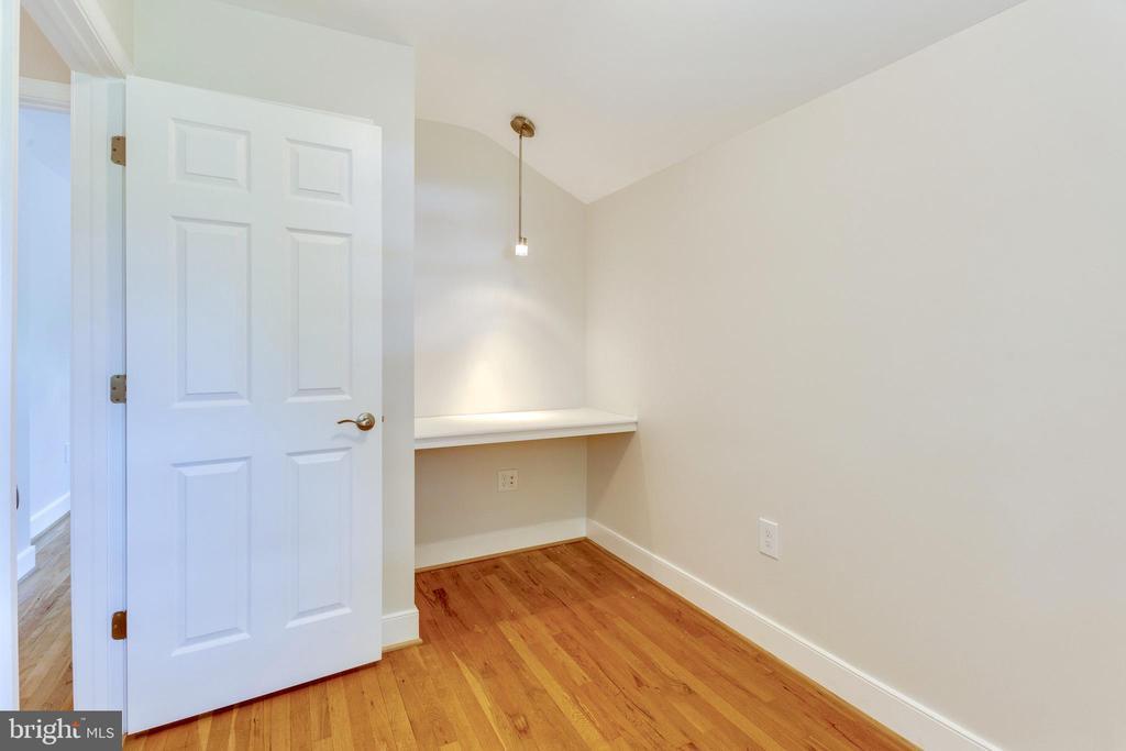 3rd Upper level Bedroom with built in desk area - 5469 DAWES AVE, ALEXANDRIA
