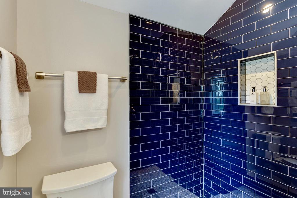 Beautiful Navy blue glass tile work - 5469 DAWES AVE, ALEXANDRIA