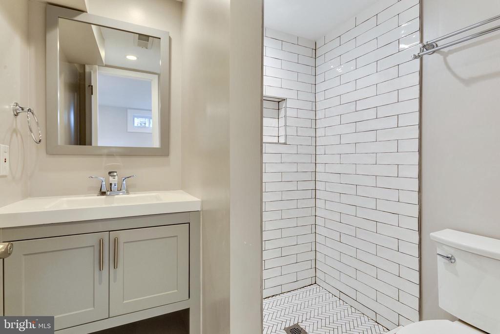 More fantastic tile choices - 5469 DAWES AVE, ALEXANDRIA