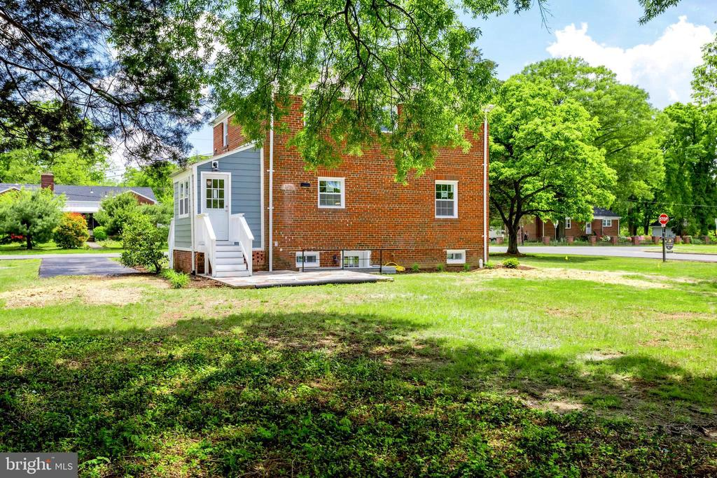 The potential is endless! - 5469 DAWES AVE, ALEXANDRIA
