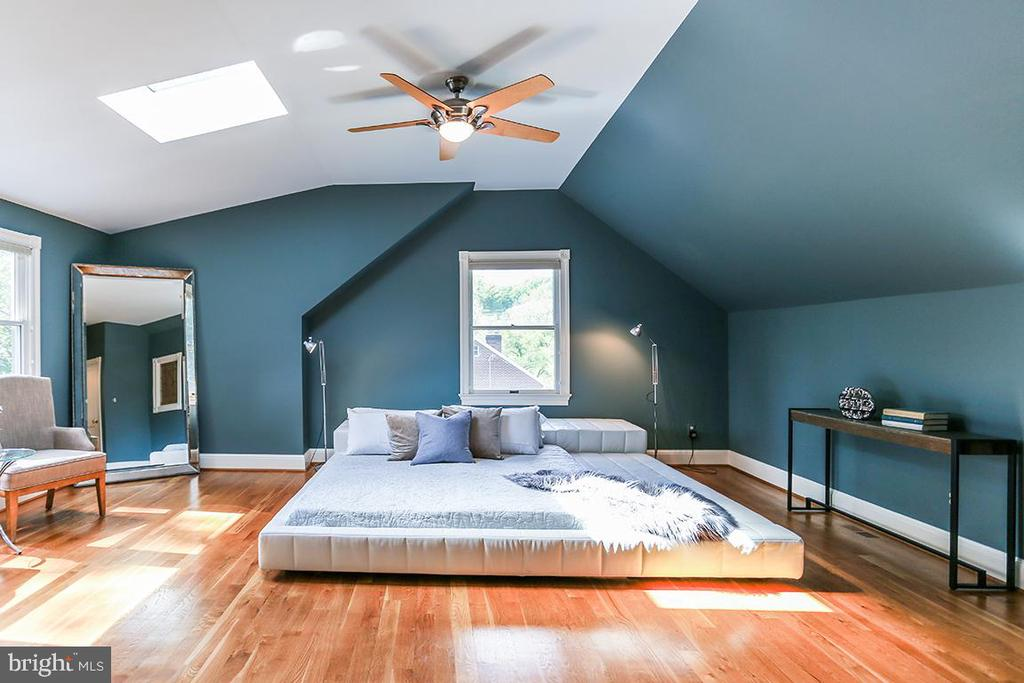 Master bedroom with skylight - 6418 BROAD ST, BETHESDA