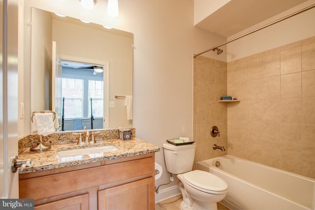 First level full bath - 7902 YELLOWSTONE WAY, ROCKVILLE