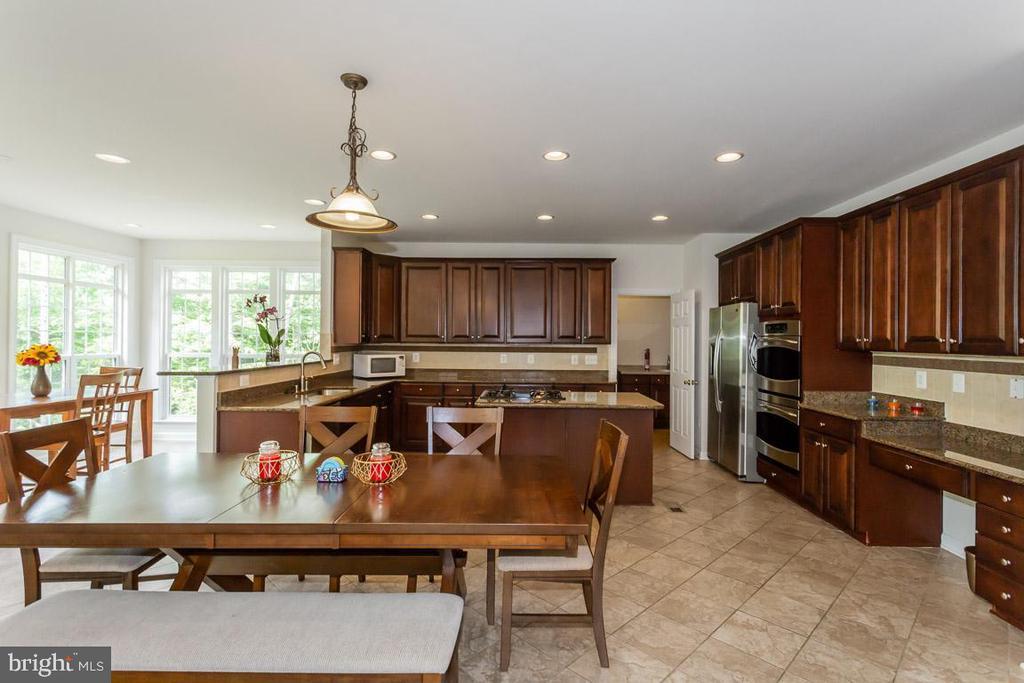 Gourmet kitchen - 1076 DECATUR RD, STAFFORD