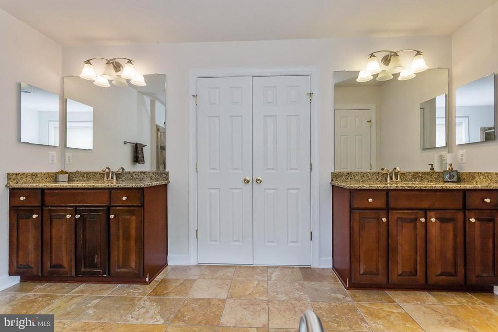 Master Suite bathroom - 1076 DECATUR RD, STAFFORD