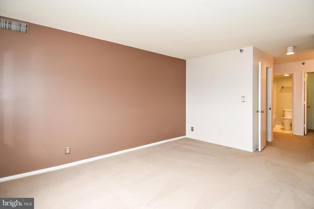 The wall is no longer brown.  There are CLOSETS - 900 N STAFFORD ST #2328, ARLINGTON