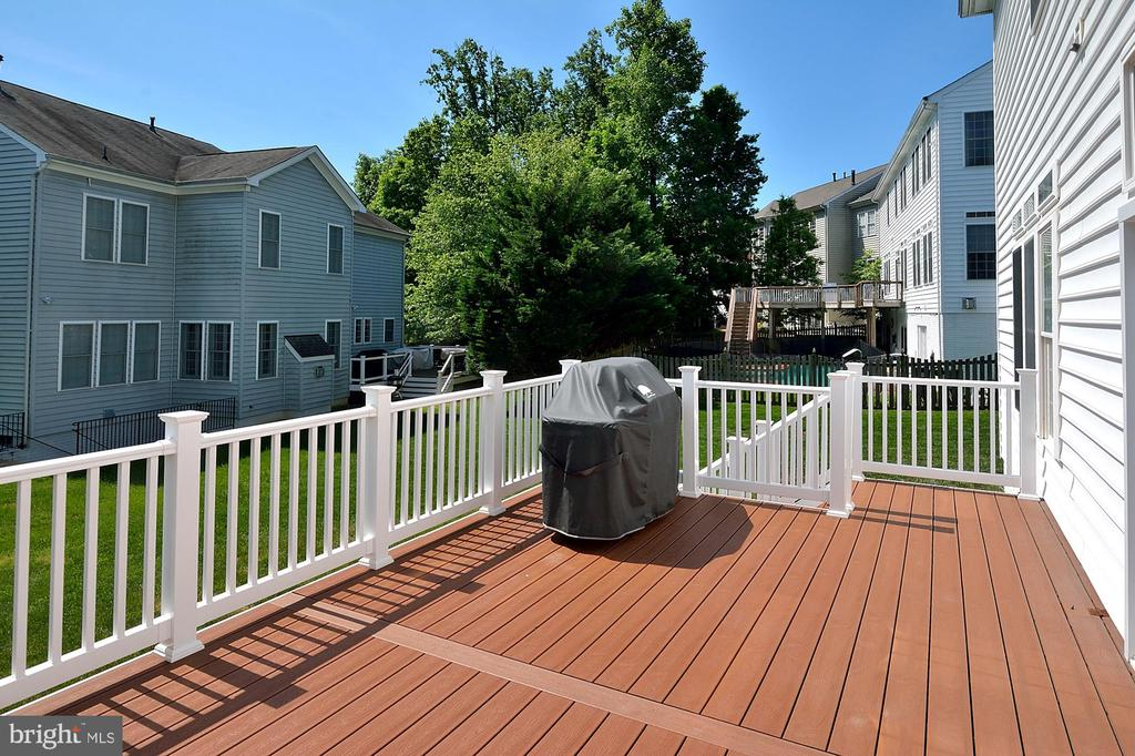 Composite Deck #1 - 7763 CAMP DAVID DR, SPRINGFIELD