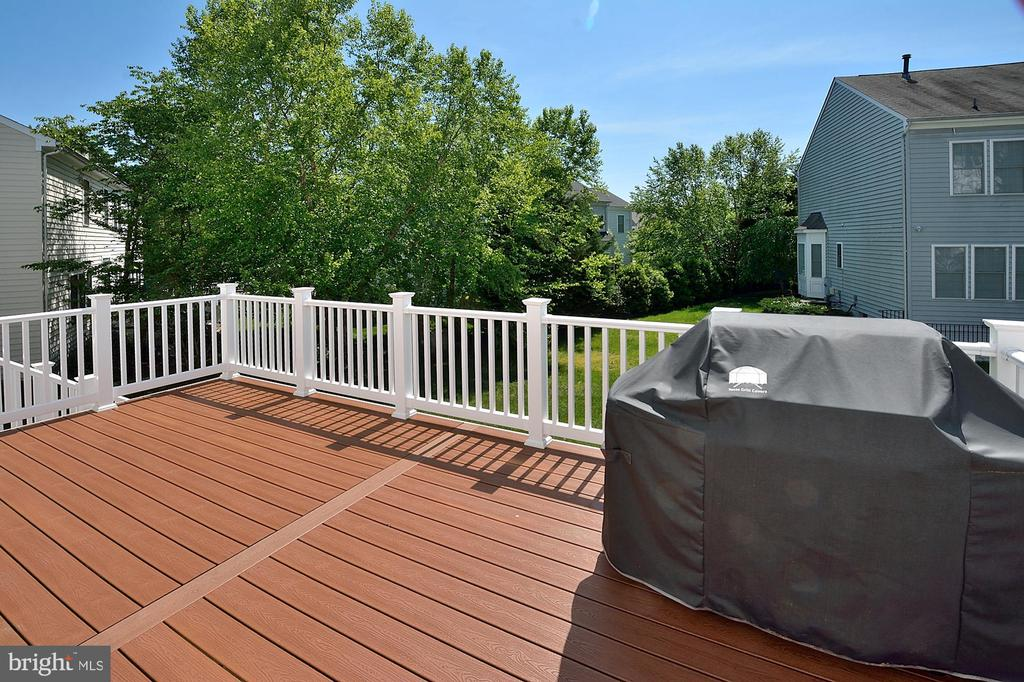 Composite Deck #2 - 7763 CAMP DAVID DR, SPRINGFIELD