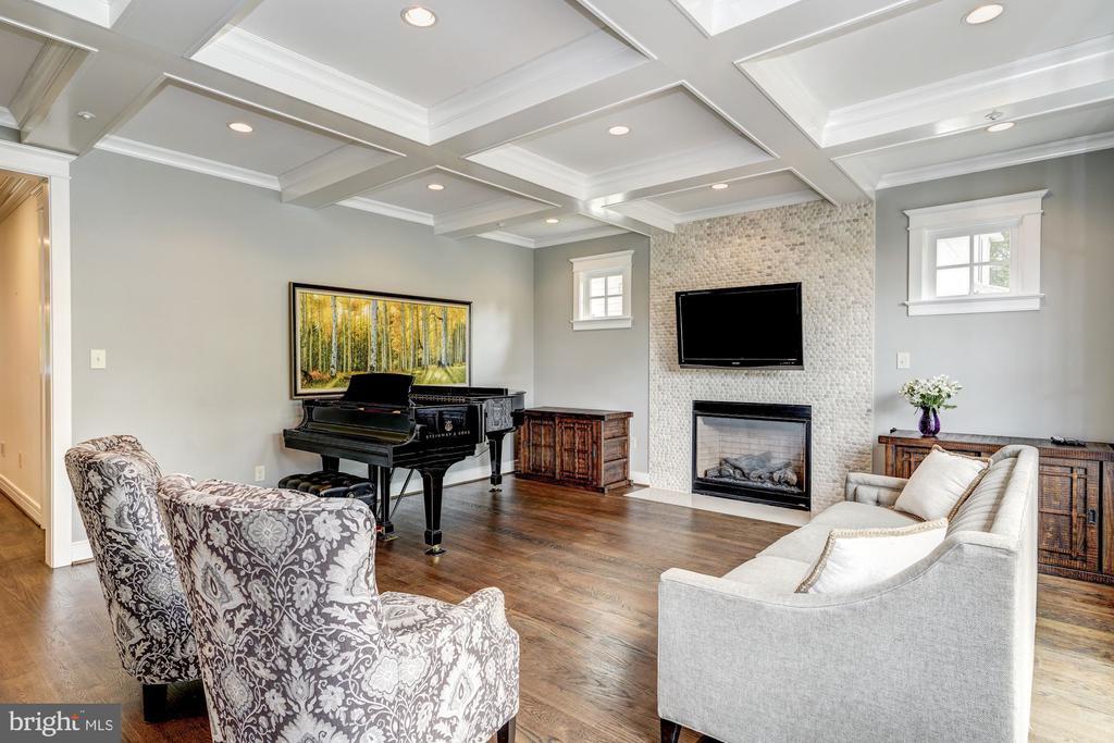 Living Room - 5211 CARLTON ST, BETHESDA