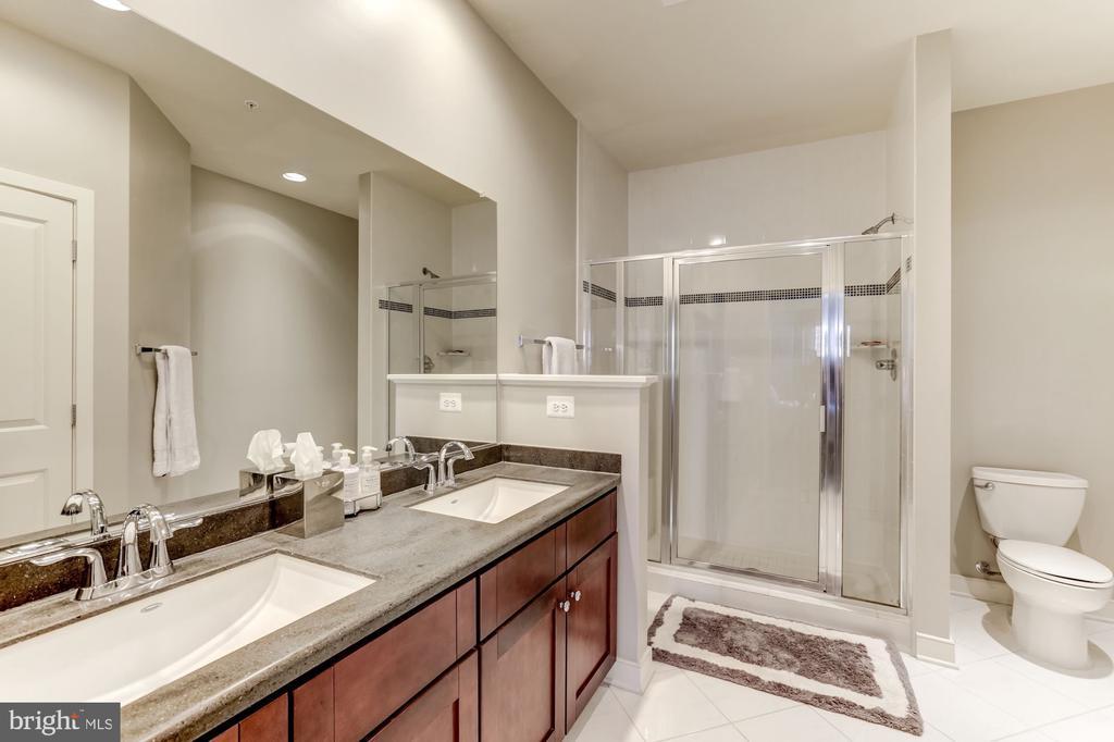 Owners bath - 12160 WAVELAND ST, FAIRFAX