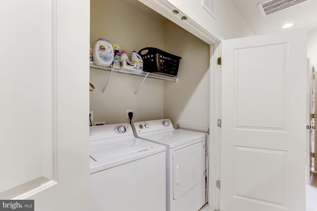 Laundry on main bedroom level - 12160 WAVELAND ST, FAIRFAX