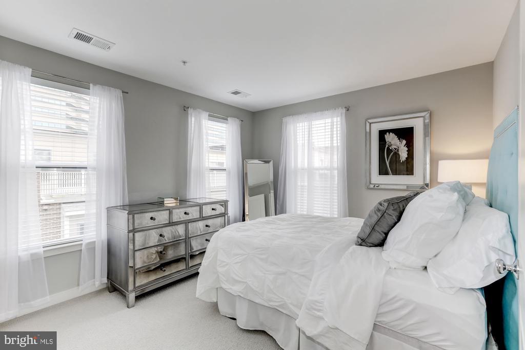 third bedroom - 12160 WAVELAND ST, FAIRFAX