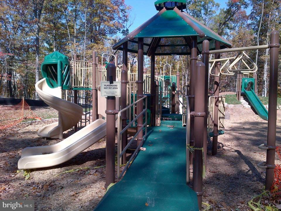 Community playground - 1709 FAIRLEIGH CT NE, LEESBURG