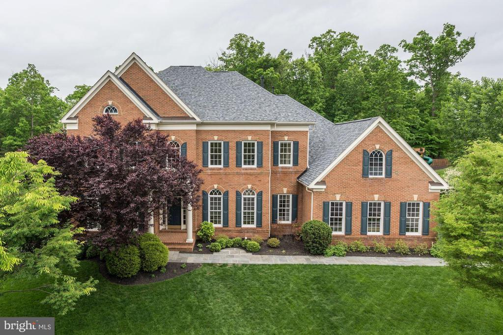 NEW Roof, NEW HVAC, Immaculate Move-In Condition! - 43267 FIELDSVIEW CT, LEESBURG