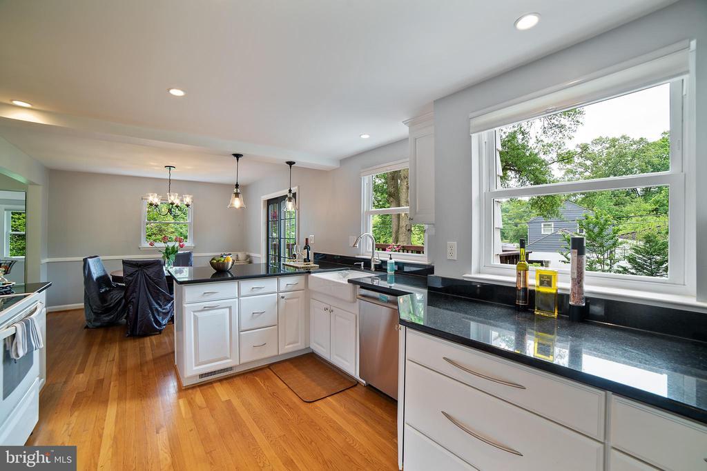 Kitchen - 2815 CREST AVE, CHEVERLY