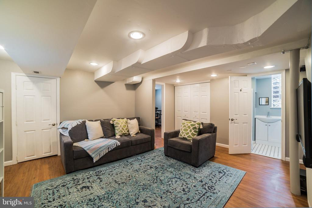 family room - 2815 CREST AVE, CHEVERLY