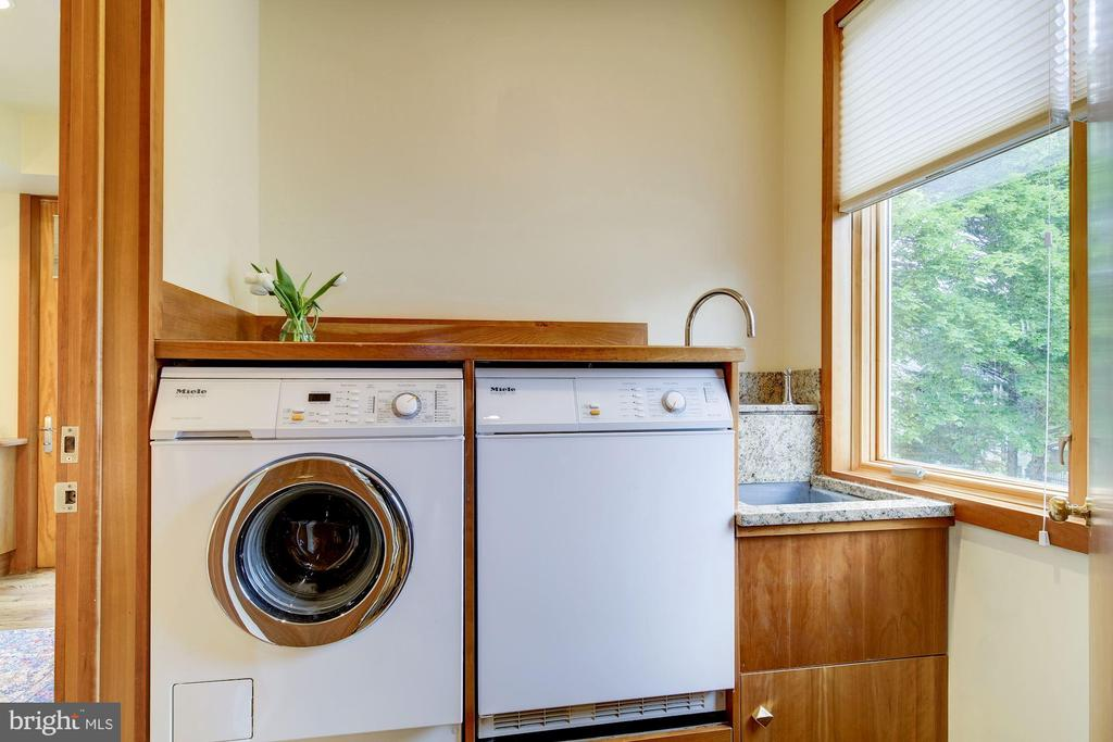 Laundry connected to Master Suite - 4409 WALSH ST, CHEVY CHASE