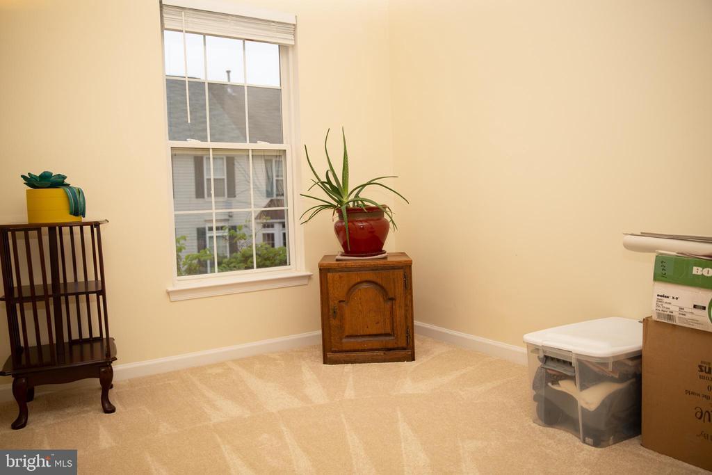 3rd Bedroom Freshly Painted w/ New Carpet - 4309 STEVENS BATTLE LN, FAIRFAX