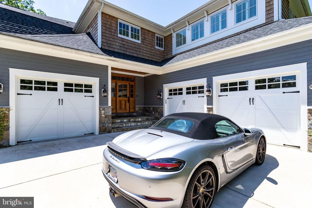 3 car garage - 8704 STANDISH RD, ALEXANDRIA