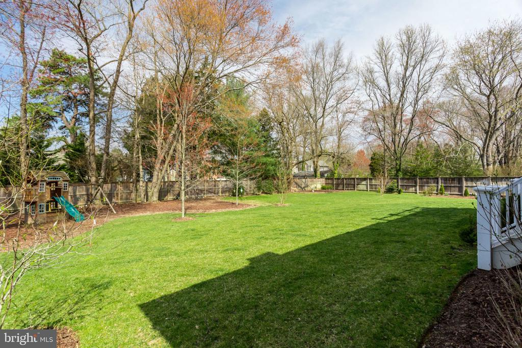 Almost 2/3 acre!! - 8704 STANDISH RD, ALEXANDRIA