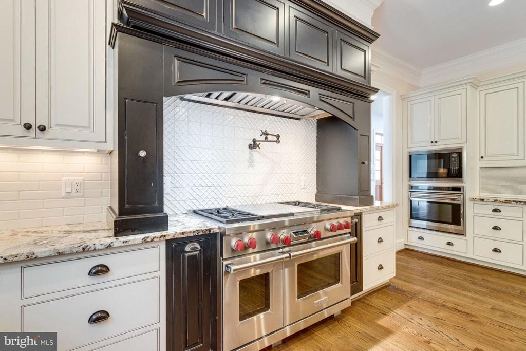 Commercial appliances, pot filler and  3 ovens - 8704 STANDISH RD, ALEXANDRIA