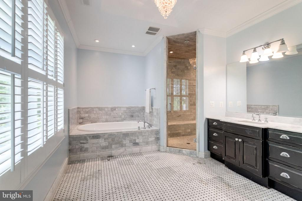 His and Her bathrooms in Master - 8704 STANDISH RD, ALEXANDRIA