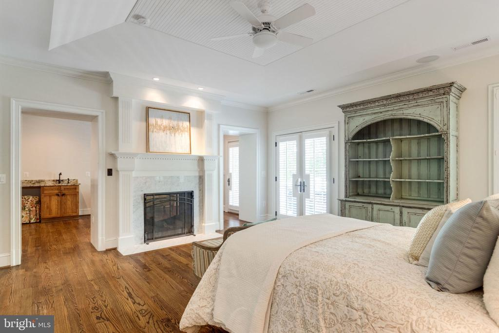 Master bedroom with fireplace - 8704 STANDISH RD, ALEXANDRIA