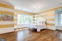 Spacious bedroom on  UL w/ bath and w/i closet - 8704 STANDISH RD, ALEXANDRIA