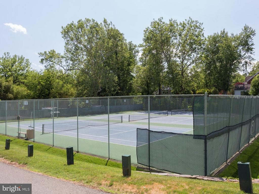 Somerset Tennis Courts - 4810 ESSEX AVE, CHEVY CHASE
