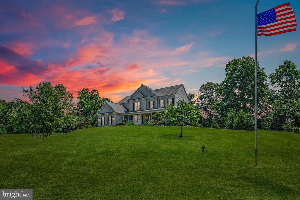 Nestled on over 7 acres, perfect for horses! - 38961 SHIRE MEADOW LN, HAMILTON